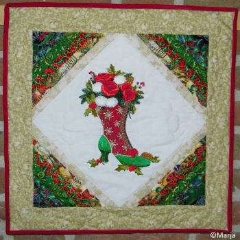 christmas wall hanging Mrs. Claus' Boot Bouquet