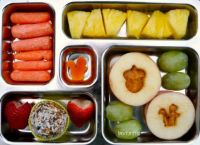Apple-sandwiches-with-squirrel
