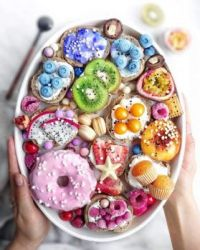 Colorful-Food-Ideas-and-tips-for-your-party-table-from-Instagram-by-Partymazing-1-819x1024