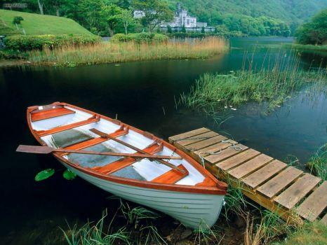 лодка у пруда стих