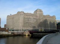 WORLD'S LARGEST OFFICE COMPLEX - the Chicago Merchandise Mart... Illinois , USA