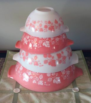 Pink Pyrex Set of Bowls