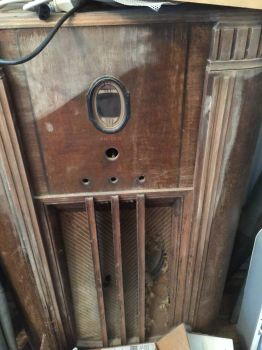 Old Radio Case -- Smaller