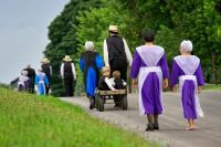 amish-families-walking