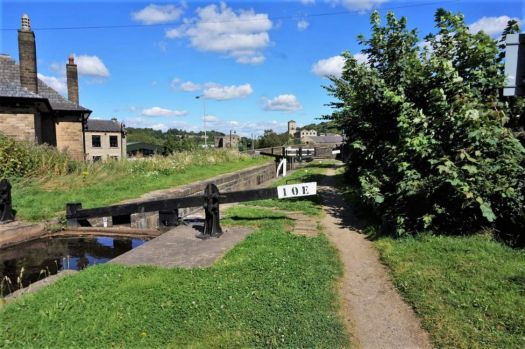 A cruise along the Huddersfield Narrow Canal (911)