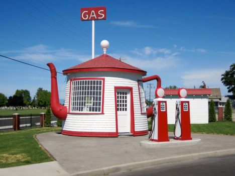 Cool teapot  gas station in Zillah Wa!!!