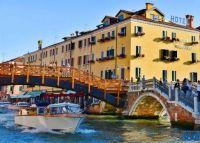 venice-italy-canal-hotels