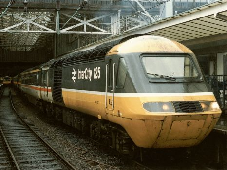 HST with 43127 leading and 43170 at Manchester Piccadilly - 25Oct 1986