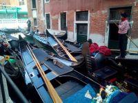 How many gondolas? And how many gondolieri?