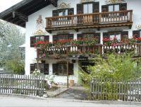 Schnee und Sommerblumen in Oberbayern