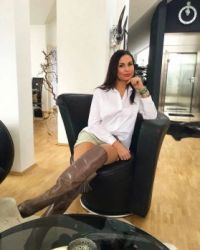 Lady in boots # 1287