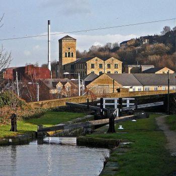 A cruise along the Huddersfield Narrow Canal (910)