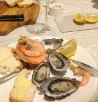 Fresh Aussie seafood, fresh bread and a good white.