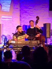Joey Moe koncert i Kliplev kirke akustisk kirke tuneér