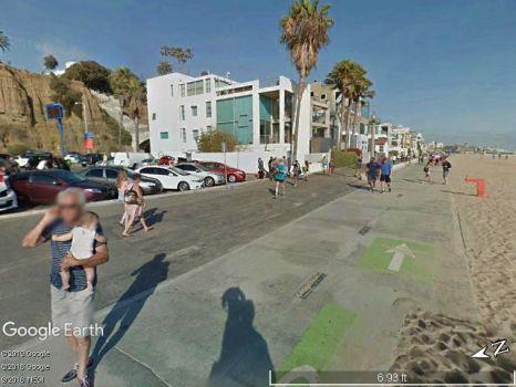 Blobs seen in Santa Monica; cellphones still not affected