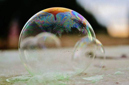 Замерзающий мыльный пузырь видео