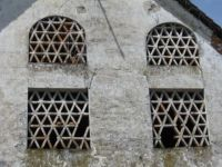 Okna na starem seniku - Old barn windows