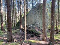 Big boulder and remnants of a hut