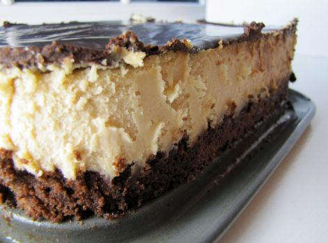 Peanutbutter Cheesecake with Brownie Crust
