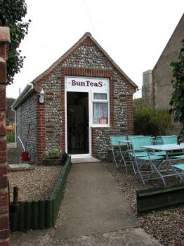 BunTeaS Tearoom in Beach Lane, Weybourne, Norfolk.  Photo by Evelyn Simak