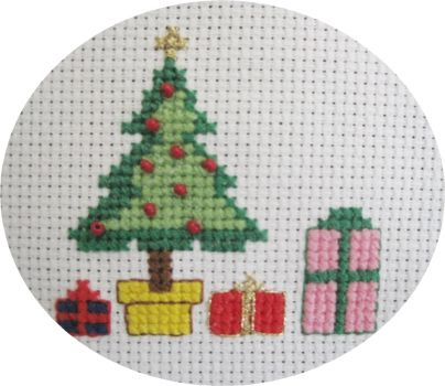 32 - Tree w- Presents