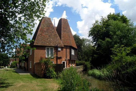 Oast House, The Green, Littlebourne, Kent.  Photo by Oast House Archive