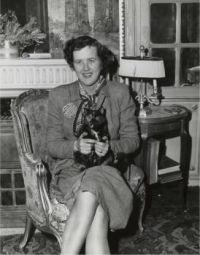 Julia Child and her cat Minette