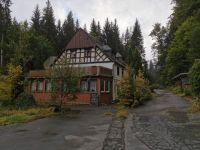 das verlassene Hotel im Wald