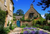 Hidcote Manor, Cotswold, by UGArdener (pic cropped)