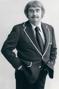 Bob Keeshan Captain Kangaroo 1977 - his haircut was always weird