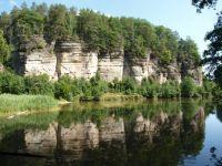 Oborský rybník cca 1100 m jjz. od hradu Kost