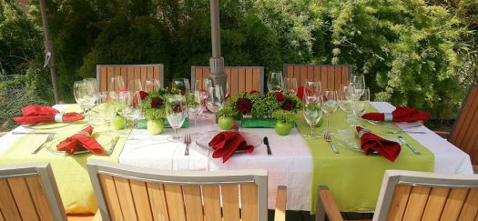 Apple Green and Red Tablescape