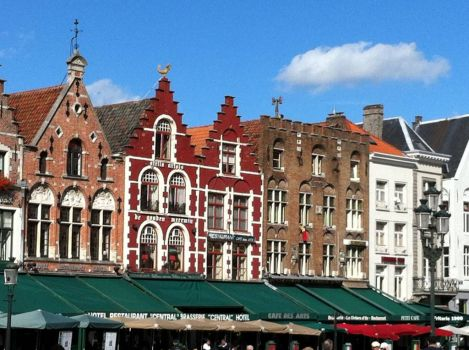 Restaurants and cafes, main square, Brugges