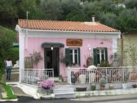 Little pink cottage in Katakolo, Greece, photo by Toby Simkin