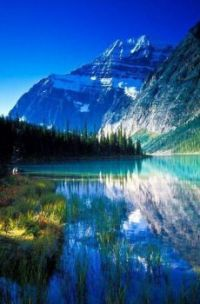 Beautiful Cavel Lake ~ Jasper National Park  ~ Alberta ~ Canadá