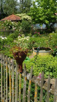 Bauern-Garten mit Zaunschmuck