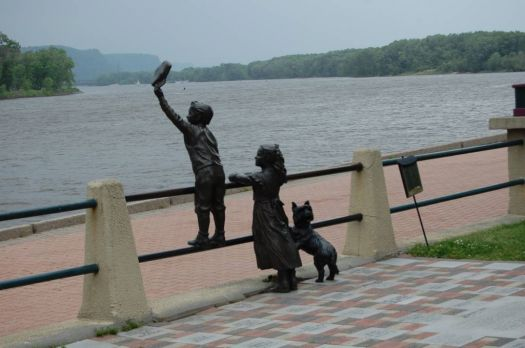 Statues on the Mississippi
