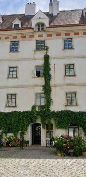 Wiener Innenhof 7