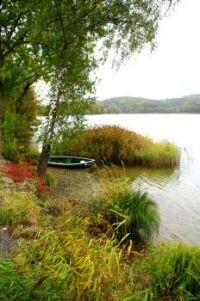 herbstliche Ruhe kehrt ein am See