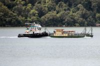 191_6876  Tug pushing Berowra Waters car-ferry back from an over-haul