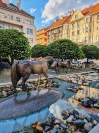 Šabachův park, Praha - Fontána se sochy koní od Pavla Hrdličky