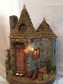 MINIATURE HAGRID'S HUT - FRONT VIEW
